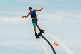 WaterSports flyboard turning